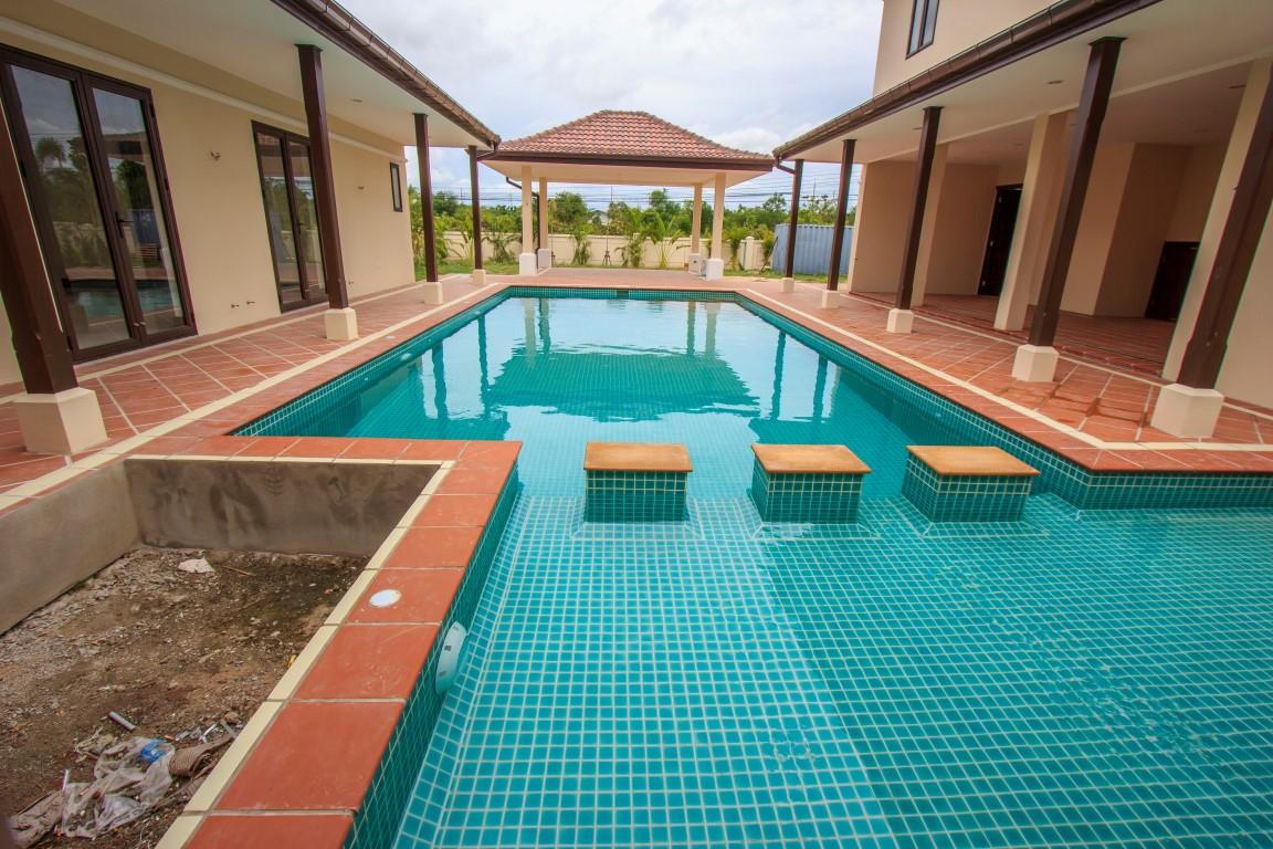 Water garden pool villas pools r uz for Garden pool villa